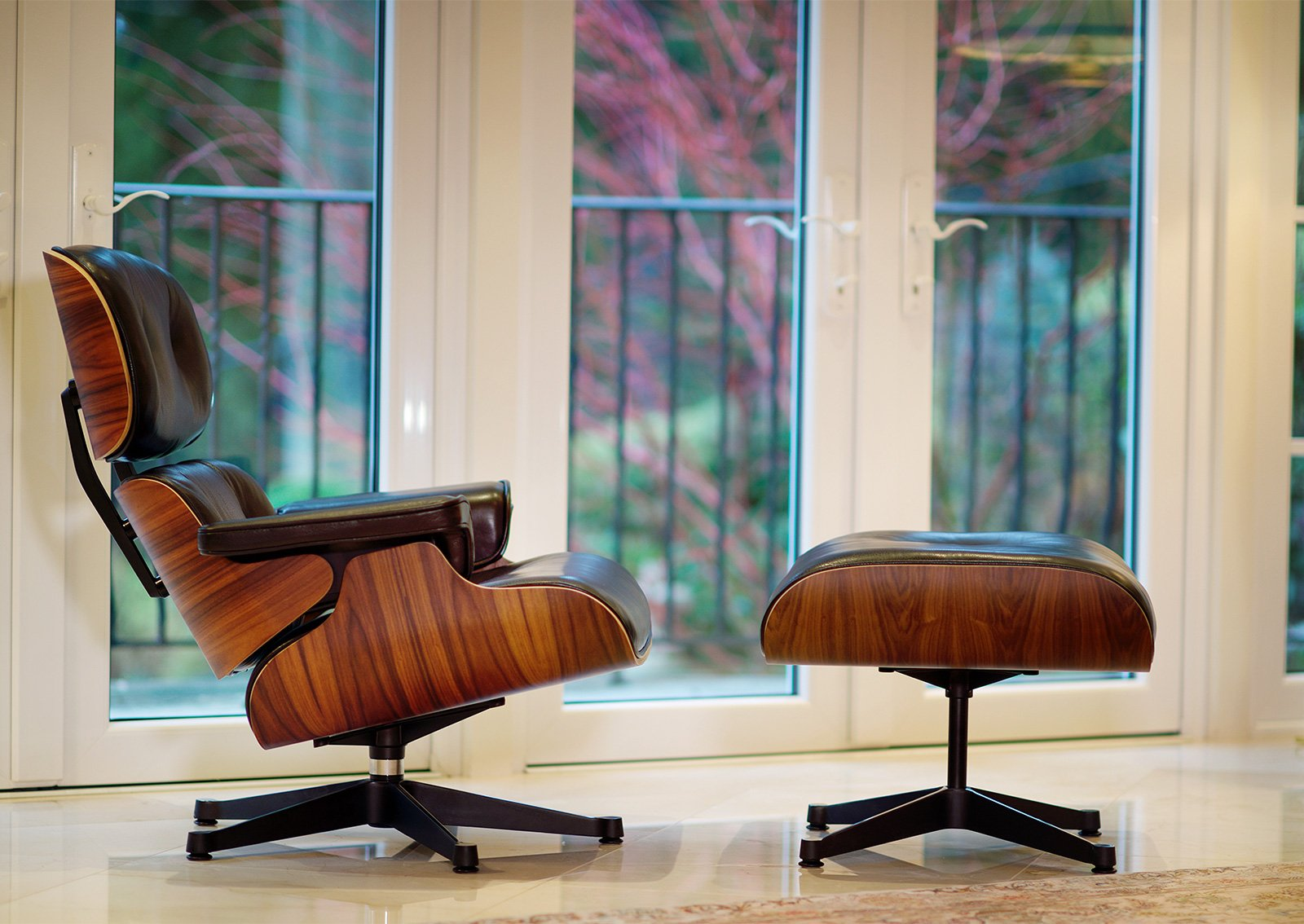 Eames chairs eames lounge chair with ottoman furnishplus for Lounge chair replica erfahrungen